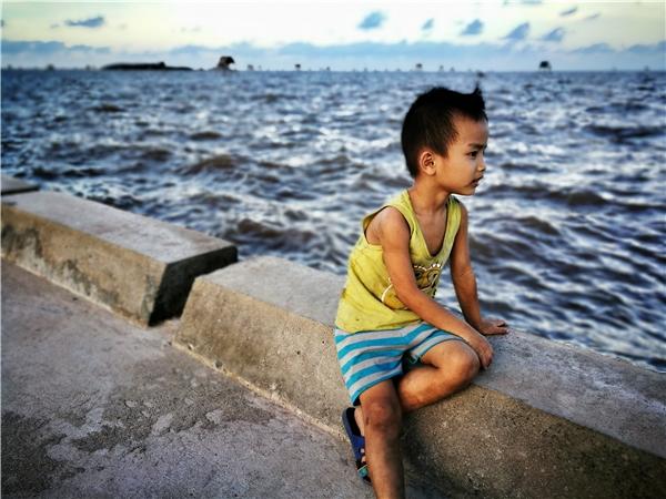 Chia tay Đồng Châu, tạm biệt vị mặn mòi biển cả và tình cảm nồng ấm con người nơi đây, dấu ấnđể lại với chúng tôi là những hình ảnh vàhoang sơ về mộtvùng đất và con người ở nơi mà đã đặt chân đến, bạn sẽ không thể quên.