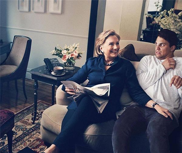 """Ai mà ngờ ứng viên tổng thống Hilary Clinton lại có thể... """"lợi dụng thời cơ"""" đến mức này cơ chứ?!"""