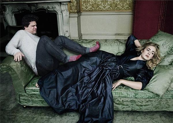 Adele à, chiếc ghế này không đủ cho cả hai chúng ta rồi.