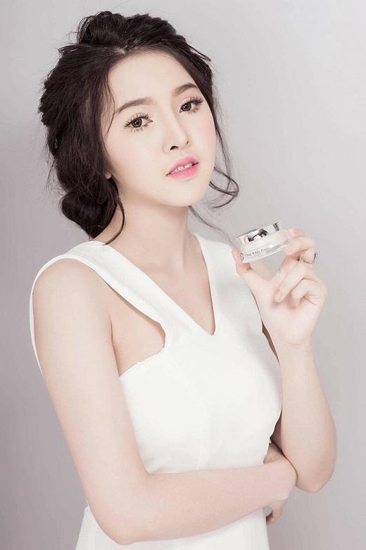 Là một doanh nhân kinh doanh mỹ phẩm dành cho giới trẻ nên Kim Chi rất am hiểu kiến thức về làm đẹp và chăm sóc da.