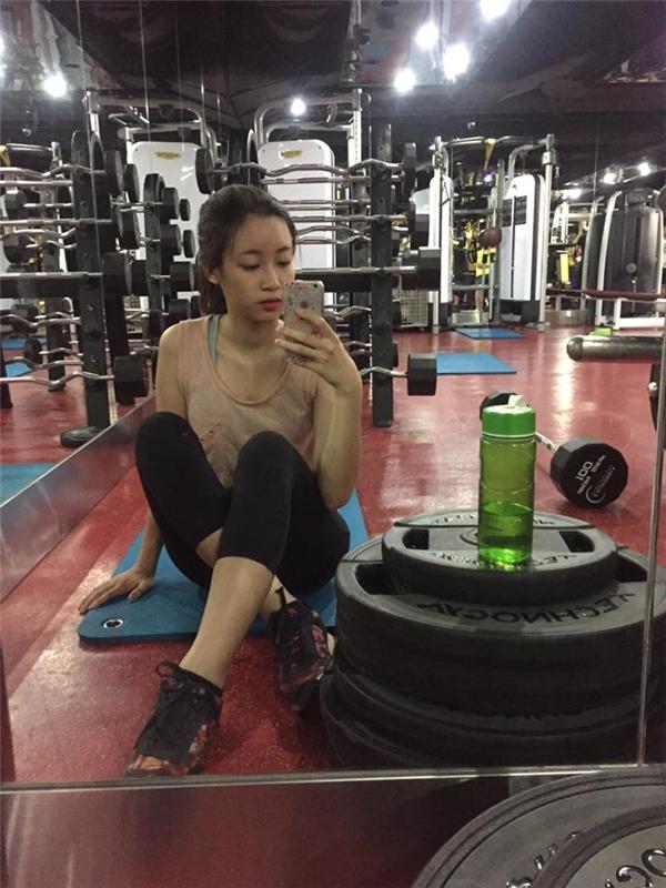 Ngoài ra để sở hữu và duy trì vóc dáng cân đối, Đỗ Mỹ Linh thường xuyên tập thể dục. - Tin sao Viet - Tin tuc sao Viet - Scandal sao Viet - Tin tuc cua Sao - Tin cua Sao