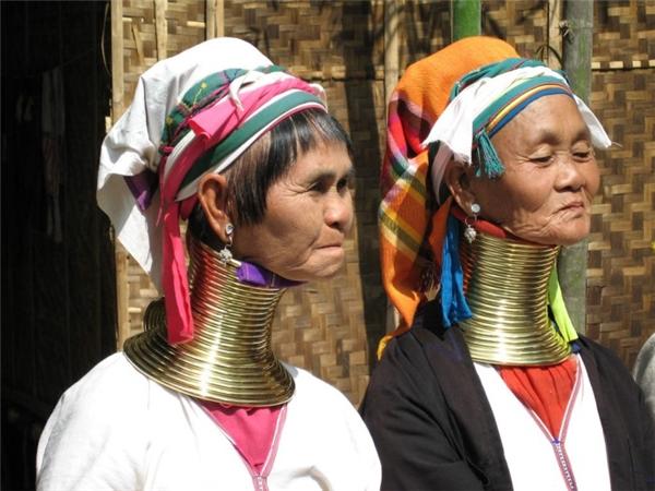Bộ tộc Kayan thuộc dân tộc Kareni vàcó nguồn gốc cổ xưa tại đất nước Myanmar.