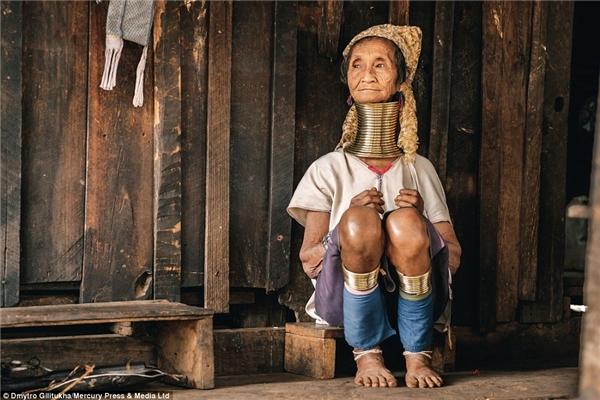 Số lượng vòng cổ mà những người phụ nữ Kayan đeo lên người khiến bất kì du khách nào ghé thăm cũng bất ngờ.