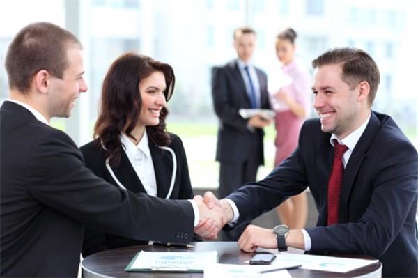 Cố vấn tài chính cá nhân sẽcung cấp lời khuyên về đầu tư, bảo hiểm, vay thế chấp, tiết kiệm đại học, kế hoạch bất động sản, thuếvà nghỉ hưu để giúp các cá nhân quản lítài chính của họ một cách tốt nhất.