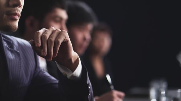 Quản lí vận hànhlên kế hoạch,trực tiếp chỉ đạo vàphối hợp hoạt động của cáctổ chứckhu vực tư nhân hoặc công cộng.Nhiệm vụ và trách nhiệm của họbao gồm việc xây dựng chính sách, quản líhoạt động hàng ngàyvà lập kế hoạch sử dụng tài nguyênvà nguồn nhân lực.