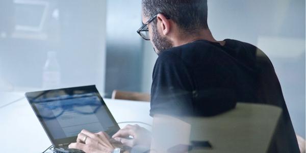 Quản lí hệ thống thông tin và máy tính lên kế hoạch, phối hợp và chỉ đạo các hoạt động liên quan đến máy tính trong công ty.Họ hỗ trợ các tổ chứcxác định các mục tiêu công nghệ thông tin của mìnhvà chịu trách nhiệm vận hànhcác hệ thống máy tính để đạt đượcnhững mục tiêu đó.