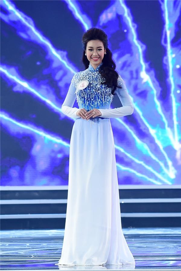Trong đêm chung kết, màn trình diễn áo dài của Mỹ Linh được đánh giá rất cao bởi những bước đi mềm mại, uyển chuyển thể hiện tốt tinh thần mà nhà thiết kế muốn truyền tải.