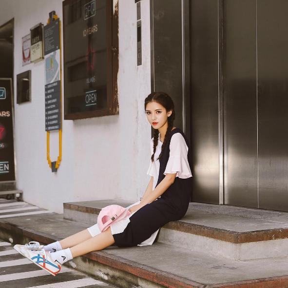 Trương Dư Hi được đánh giá là nghệ sĩtrẻ đầy triển vọng của làng giải trí Hoa Ngữ.