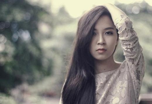 Bảo Linh có một gương mặt đáng yêu, thanh tú và gu thời trang sành điệu.