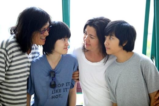 Cả gia đình ca sĩ Phương Thảo - Ngọc Lễ.