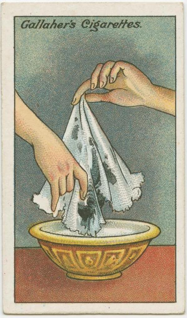 Khăn tay nếu bị dính mực, bạn nhanh tay nhúng vào sữa vài lần. Vết mực sẽ hết. (Ảnh: twistedsifter)