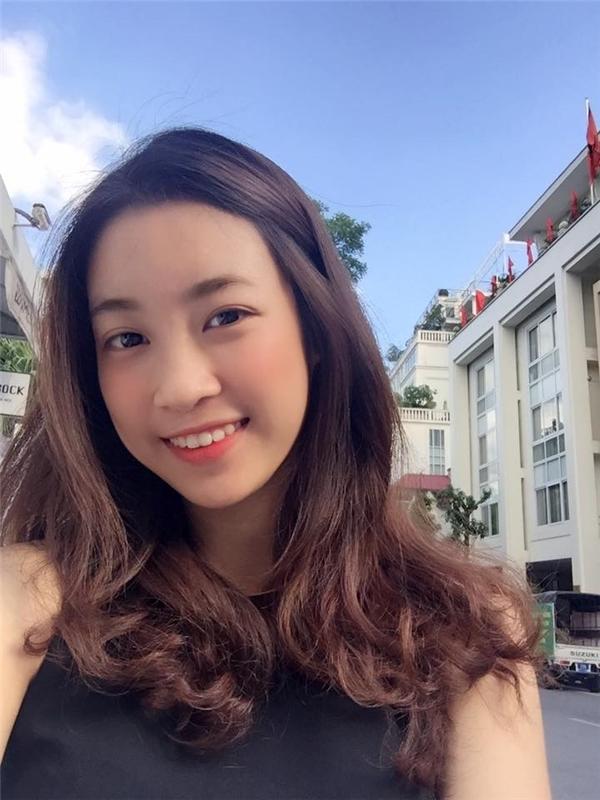"""Bạn bètiết lộ dù là đã đăng quang nhưng Mỹ Linh vẫn là """"Linh Ku của ngày nào"""", rằng Hoa hậu ngày thường cũng là cô gái 20 tuổi hồn nhiên, hiền lành và giản dị. Ảnh: Facebook Mỹ Linh Đỗ - Tin sao Viet - Tin tuc sao Viet - Scandal sao Viet - Tin tuc cua Sao - Tin cua Sao"""