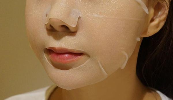 Nhúng mặt nạ giấy vào chén nước này làn da của bạn sẽ đẹp hơn đi spa