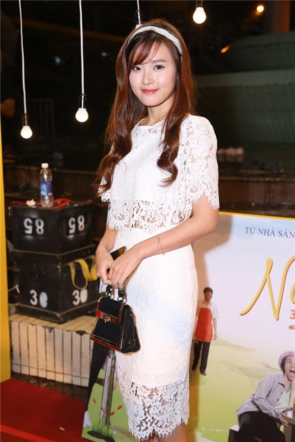 Midu xinh đẹp trong bộ váy ren trắng - Tin sao Viet - Tin tuc sao Viet - Scandal sao Viet - Tin tuc cua Sao - Tin cua Sao