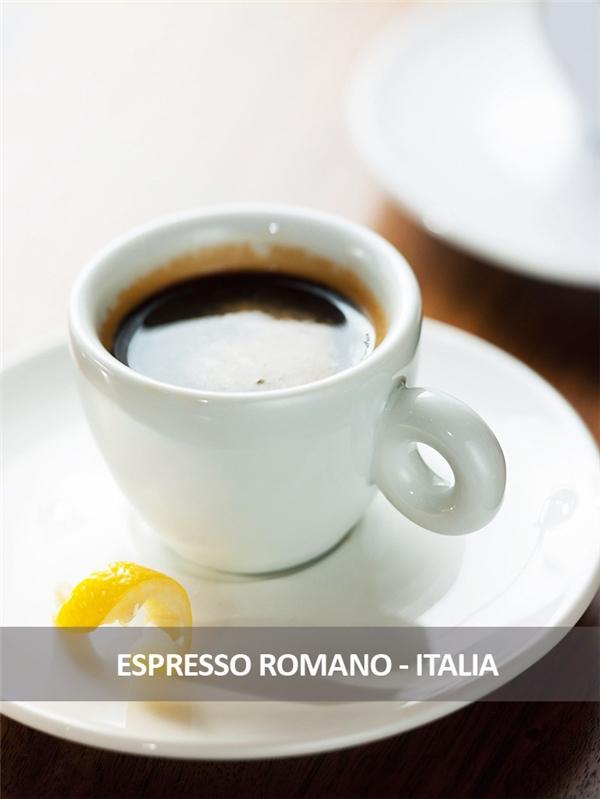 Có lẽ không cần giới thiệu nhiều về món cà phê nổi tiếng khắp thế giới này nữa. Tuy nhiên cách thưởng thức đúng điệu là phải kèm theo một miếng chanh để làm bật lên độ ngọt của nó. Và khi ở Rome, hãy làm theo cách của người Rome, hãy đứng lên khi uống và uống thật nhanh trước khi hương vị đặc biệt của nó phai mất.