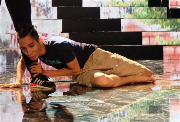 Khó ai có thể tưởng tượng được chàng diễn viên hài Dương Thanh Vàng sẽ nhảy hiện đại như thế nào trong chương trình?