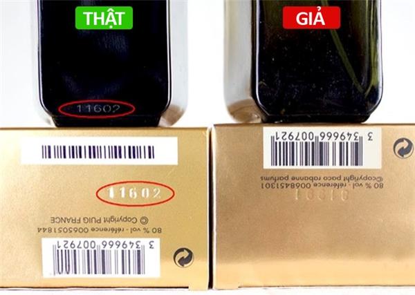 Số series hàng thật luôn được khắc hoặc in dưới đáy chai chứ không phải được dán lên. Số series này phải khớp với số series in trên đáy hộp (in nổi hoặc in bằng mực in).