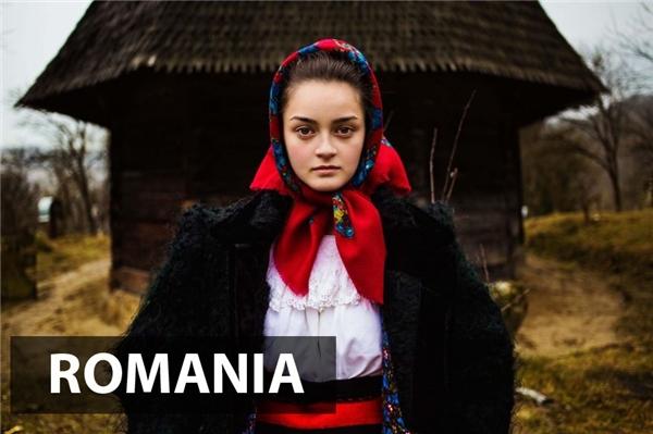 Vẻ đẹp giản dị, chân chất nhưng không kém phần sắc sảo của người phụ nữ thôn quêMaramureș,Romania.