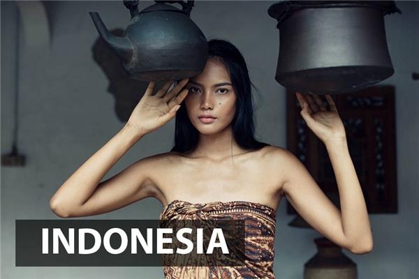 Phụ nữ Indonesia có vẻ đẹp vừa gần lại vừa xa, gợi cảmnhưng không kém phần kiêu sa,lạnh lùng.