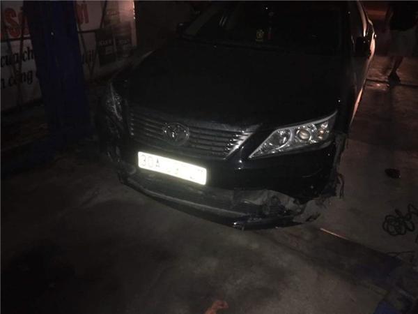 Xe Camry gây tai nạntrên đường Vũ Tông Phan. Ảnh: Cù Hiền