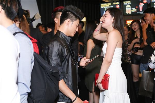 Đâylà lần đầu tiên vợ chồng nam vũ công xuất hiện cùng nhau sau tuyên bố ly hôn. - Tin sao Viet - Tin tuc sao Viet - Scandal sao Viet - Tin tuc cua Sao - Tin cua Sao