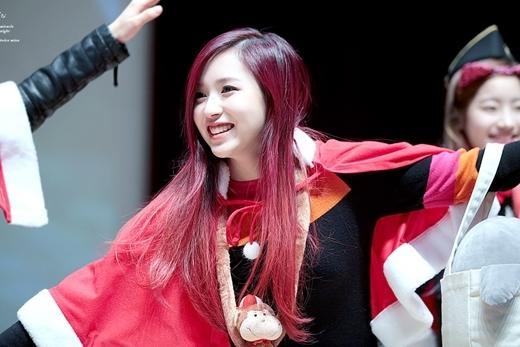 Mina (Twice) cũng có nụ cười làm biết bao người hâm mộ mê đắm.
