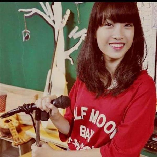 Hoa hậu Đỗ Mỹ Linh cũng sở hữu nụ cười hở lợi.