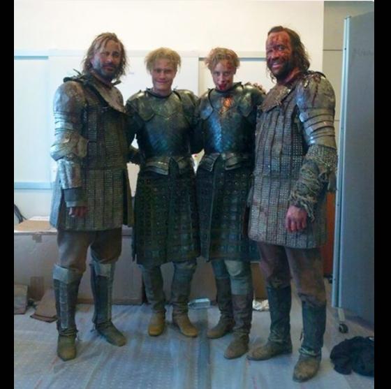 Devin Chrisvà Rory McCanncùng các diễn viên đóng thếtrong Game of Thrones.