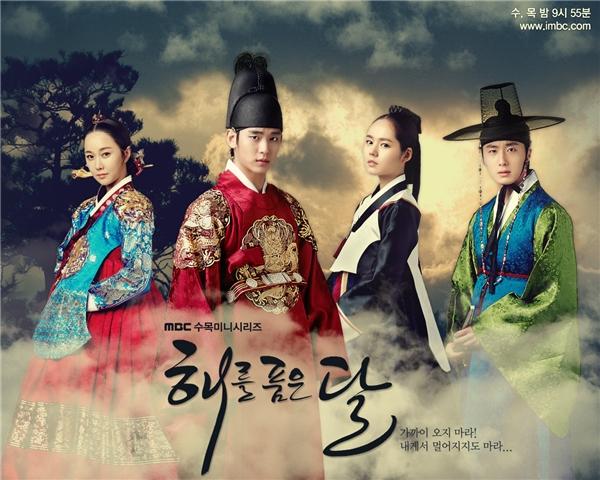 The Moon Embrace The Sun là câu chuyện giả tưởng dựa trên cuốn tiểu thuyết cùng tên của nhà văn Jeong Eun Gwol. (Ảnh: Internet)