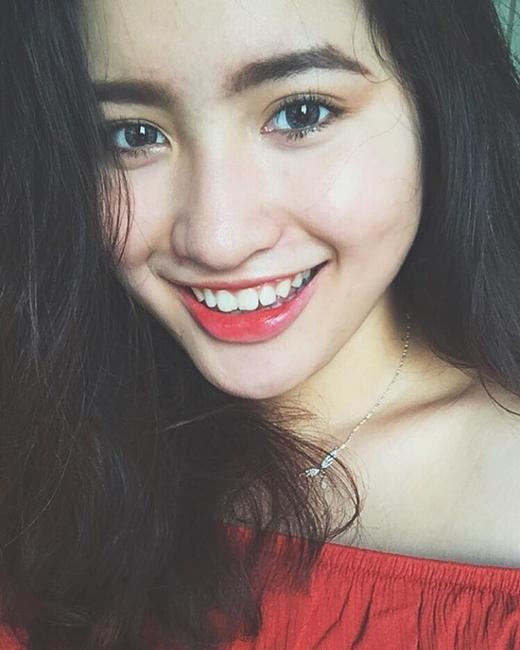 """...đôi mắt hút hồn, nụ cười rạng rỡ chính là """"chìa khóa"""" lợi hại nhất khiến ai cũng yêu thích vẻ đẹp của cô nàng."""