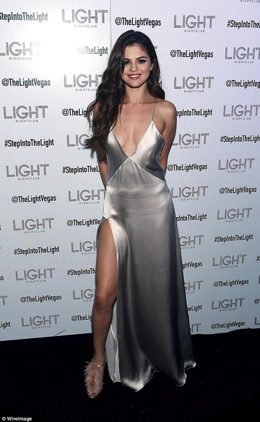 Selena Gomez tiết lộ cô có thể bị đột quỵ bất cứ lúc nào