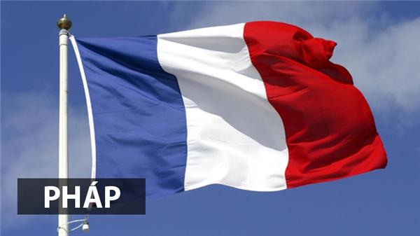 Quốc kỳ Phápra đời trong cuộc Cách mạng năm 1789với hình ảnhquân lính cách mạng đầu đội mũ xanh dương-đỏ -trắng và lá cờ cũng lấy ba màu đó làm nền.Ba sắc biểu tượng cho Tự do - Bình đẳng - Bác ái. Ngoài ra, nhiều người còn cho rằng màu đỏ và xanh đại diện cho thủ đô Paris trong khi màu trắng quốc kỳPháp đại diện cho màu của hoàng gia.