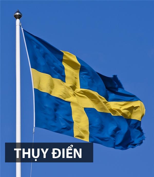 Cờ Thụy Điển mang màu xanh dương là hiện thâncho lòng tin, sự trung thành và công lí trong khi màu vàng là biểu tượng của sự rộng lượng. Thêm vào đó, hìnhchữ thập đại diện cho cây thánh giá.