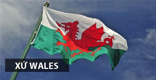 Rồng đỏ là biểu tượng đặc trưngcủa xứ Wales, được sử dụng từ khi đế chế La Mã xâm chiếm vùng đất này vào thế kỷ thứ I, sau Công Nguyên. Mặc dù Wales thuộc Vương quốc Anh, nhưng xứ sởnàyvẫn giữ lại quốc kỳ cổ xưa của mình.