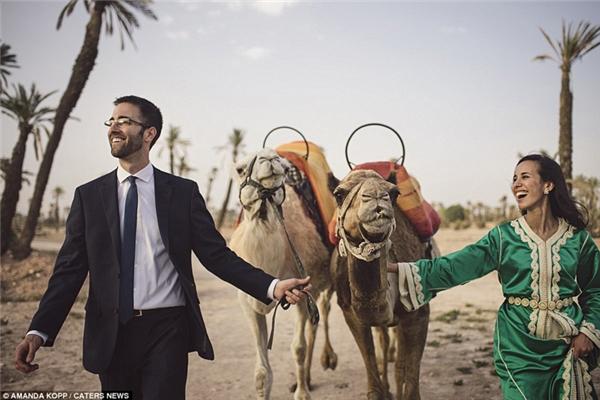 Nụ cười rạng rỡ của cô dâu, chú rể trong ngày trọng đại ở Marrakech Morocco.