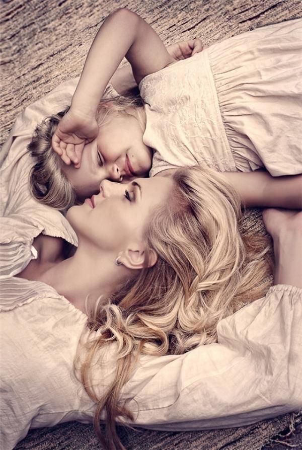 """""""Con dù lớn vẫn là con của mẹ, đi hết đời lòng mẹ vẫn theo con""""."""