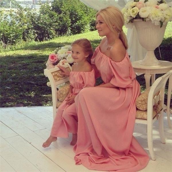 Nếu mẹ là nữ hoàng, con sẽ bắt đầu tập bước đi kiêu hãnh như một nàng công chúa đích thực.