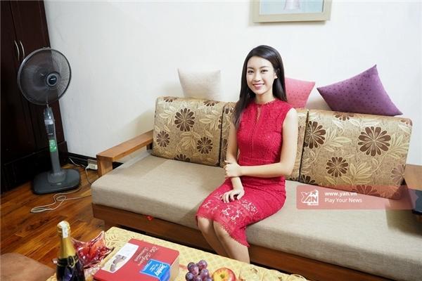 Đỗ Mỹ Linh cuốn hút và nổi bật trong trang phục váy ren đỏ rạng rỡ. - Tin sao Viet - Tin tuc sao Viet - Scandal sao Viet - Tin tuc cua Sao - Tin cua Sao