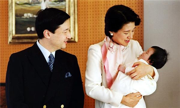 Thái tử phi Masako cũnghạ sinh đượcmột bé gáitên là Aiko vào năm 2001.