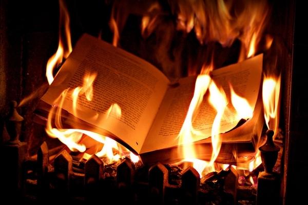 Có dọn nhà cũng đừng nên đốt 5 thứ này để tránh tai họa