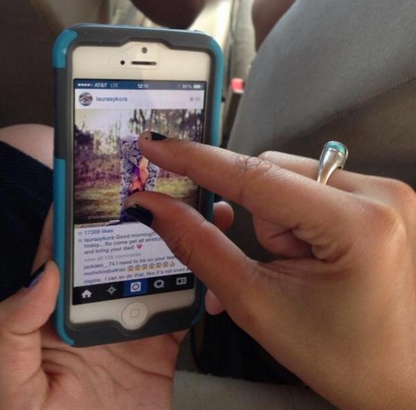 Chỉ cần vuốt 2 ngón tay về 2 hướng khác nhau để zoom. (Ảnh: internet)