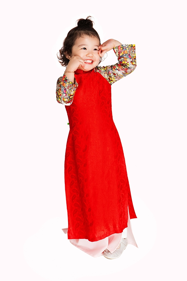 """Cách đây chưa lâu, """"công chúa"""" nhà Jennifer Phạm và doanh nhân Đức Hải vừa tham gia đóng quảng cáo cùng mẹ. Không ít khán giả nhận xét rằngcô bé càng lớn càng xinh xắn và đáng yêu như một thiên thần. - Tin sao Viet - Tin tuc sao Viet - Scandal sao Viet - Tin tuc cua Sao - Tin cua Sao"""