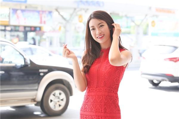Hành động đáng yêu của tân Hoa hậu Việt Nam 2016. - Tin sao Viet - Tin tuc sao Viet - Scandal sao Viet - Tin tuc cua Sao - Tin cua Sao