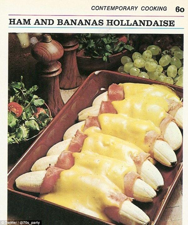 """Bạn nghĩ thế nào về món thịt cuộn chuối sốt lòng đỏ trứng, sự kết hợp này quả là độc đáo đến mức kì lạ nhỉ. Chỉ thửtưởng tượngthôi là cũng đủ """"ngán tận họng"""" rồi."""