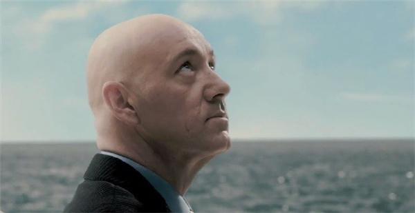 10. Lex Luthor – Kevin Spacey trong Superman Returns (Siêu nhân trở lại): Với cốt truyện thê lương và quá phụ thuộc vào chuỗi phim của Christopher Reeve, có thể nói Superman Returns không hoàn toàn là sản phẩm như DC từng kỳ vọng. Điểm sáng trong phim, thay vì nhân vật chính, lại chính là nhân vật phản diện Lex Luthor (do Kevin Spacey thủ vai). Đây được xem là sự lựa chọn khôn ngoan từ nhà sản xuất để thay thế Gene Hackman, nhằm giữ vai trò cân bằng giữa cuộc chiến trí tuệ, tình yêu và sức mạnh trong phim.