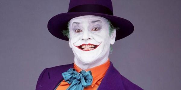 3. The Joker – Jack Nicholson trong Batman (Người dơi): Mặc dù có nhiều diễn viên tiềm năng từng được cân nhắc cho vai diễn Joker, đạo diễn Tim Burton vẫn chọn lựa Jack Nicholson. Và không khó để hiểu quyết định này, khi theo dõi diễn biến tâm lý và hành động của Joker trong Batman. Dù vai diễn này đã được Michael Keaton lột tả khá thành công trong phiên bản trước đó, Joker của Nicholson vẫn để lại nhiều ấn tượng khó quên trong lòng người xem.