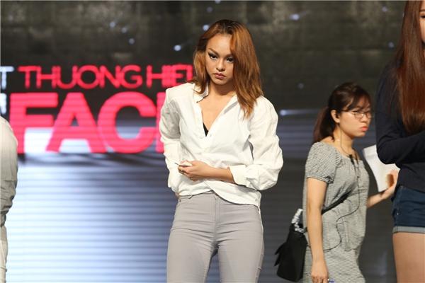 """Top 4 The Face Vietnam """"căng như dây đàn"""" trước giờ G"""