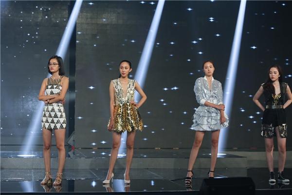 Các thí sinh top 15 chung cuộc The Face Vietnam 2016 cùng tham gia luyện tập để trình diễn thu hút nhất.