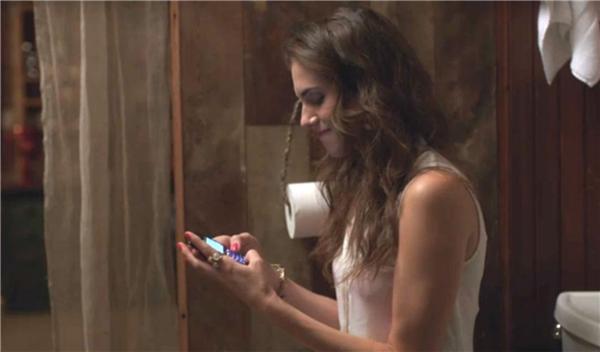 Cũng không nên dùng nhà vệ sinh để làm nơi tâm tình trên điện thoại đâu!
