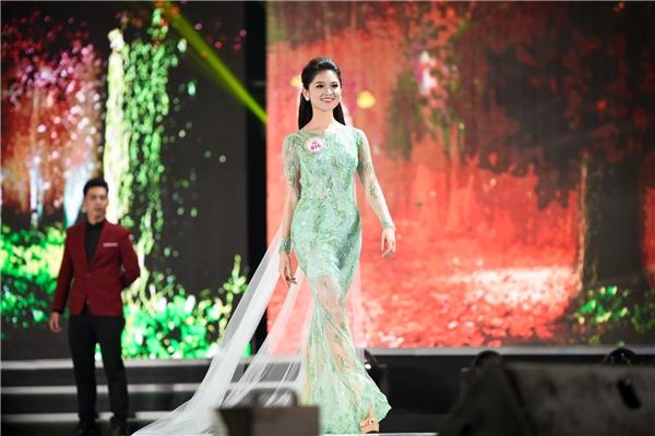 Á hậu 2 Huỳnh Thị Thùy Dung